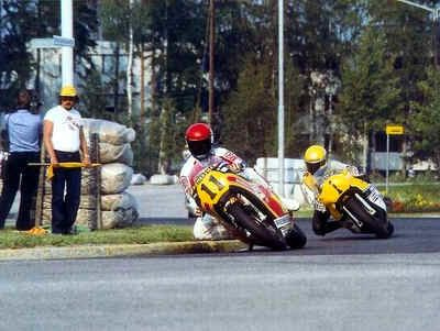 Wil Hartog and Kenny Roberts in Imatra. Last curve to finish straight.
