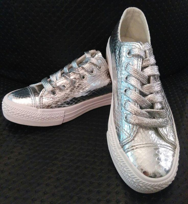 Sneakers plateadas. Precio único 25€