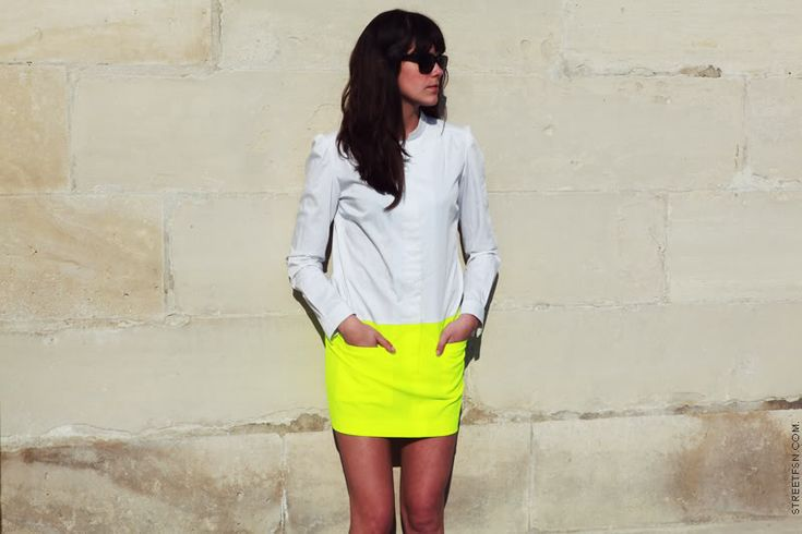 Neon: Miniskirt, Fashion, Minis Skirts, Style, Clothing, White Shirts, Colors, Neon Yellow Skirts, Neon Skirts