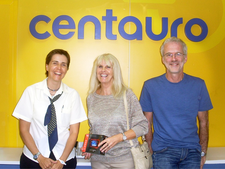 Andrea Barraclough collect her prize from our monthly draw Energy Sistem for Gold Club members in our Málaga office.