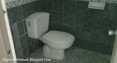 cara membersihkan keramik kamar mandi - Tips Membersihkan Kerak Pada Lantai Kamar Mandi, Cara Membersihkan Kerak Pada Lantai Kamar Mandi