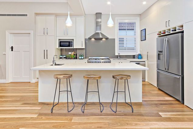 You'll have at least ONE kitchen gadget designed by award-winning USA inventor David Holcombe. How does he come up with ideas? Which gadget sold 40 million units? Why does he love Australia? Listen to the interview now on www.thestylepodcast.com Kitchen by Streamline Projects