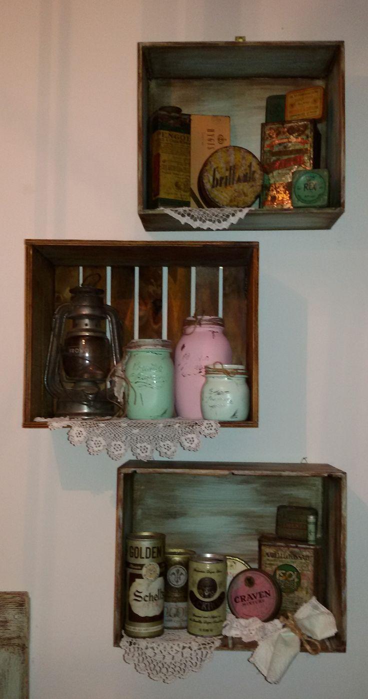 Cassette in legno usate come mensole all'interno scatole di latta antiche, vasetti in vetro colorati , lanterna antica. shabby chic , chippy , usurato , riciclo  https://www.facebook.com/shabbychippy77lecreazionidiele