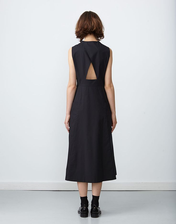 Yoyogi Dress with Cutout Back in Black *4