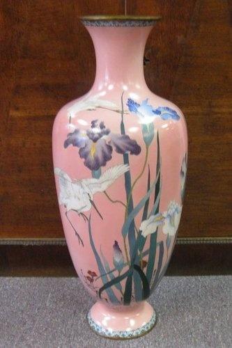 Large pink Japanese cloisonne palace vase marked Gonda Hirosuke Meiji enamel