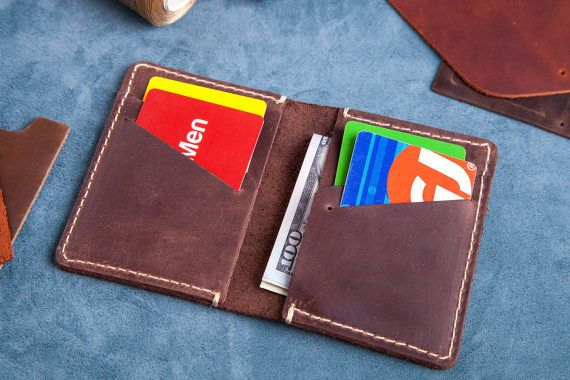 Custom personalisierte REAL italienisches Leder Fronttasche Brieftasche ist schlank, es ist 100 % Handmade und Hand gestempelt. Personalisierte Geschenk für Ihren Mann, Frau, Freundin, Freund, Bruder oder Schwester.  Geschenkverpackung für Brieftasche kann erworben werden, indem Sie auf den Link klicken https://www.etsy.com/listing/267842133/gift-package-box-gift-package-for?ref=shop_home_active_1  Ich mache jeweils handschriftlich von Anfang bis Ende in meiner W...