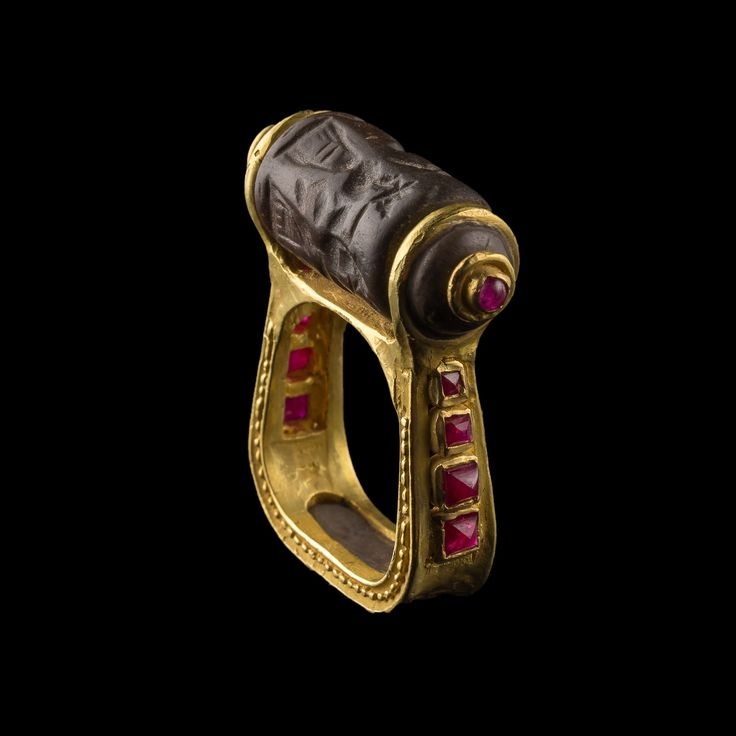 Gold Ruby Seal Ring Mesopotamia 3500 years