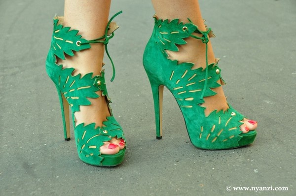 green: Halloween Costumes, Green Goddesses, Green Heels, Lifeinstyl Greenwithenvi, Oohlala Shoes, Amazing Shoes, Leaf Shoes, Envy Style, Poisons Ivy