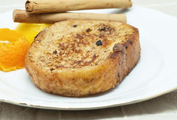 Tostadas Francesas, elaboración con aire similar a nuestras torrijas, hechas con huevo, leche, mantequilla y azúcar.