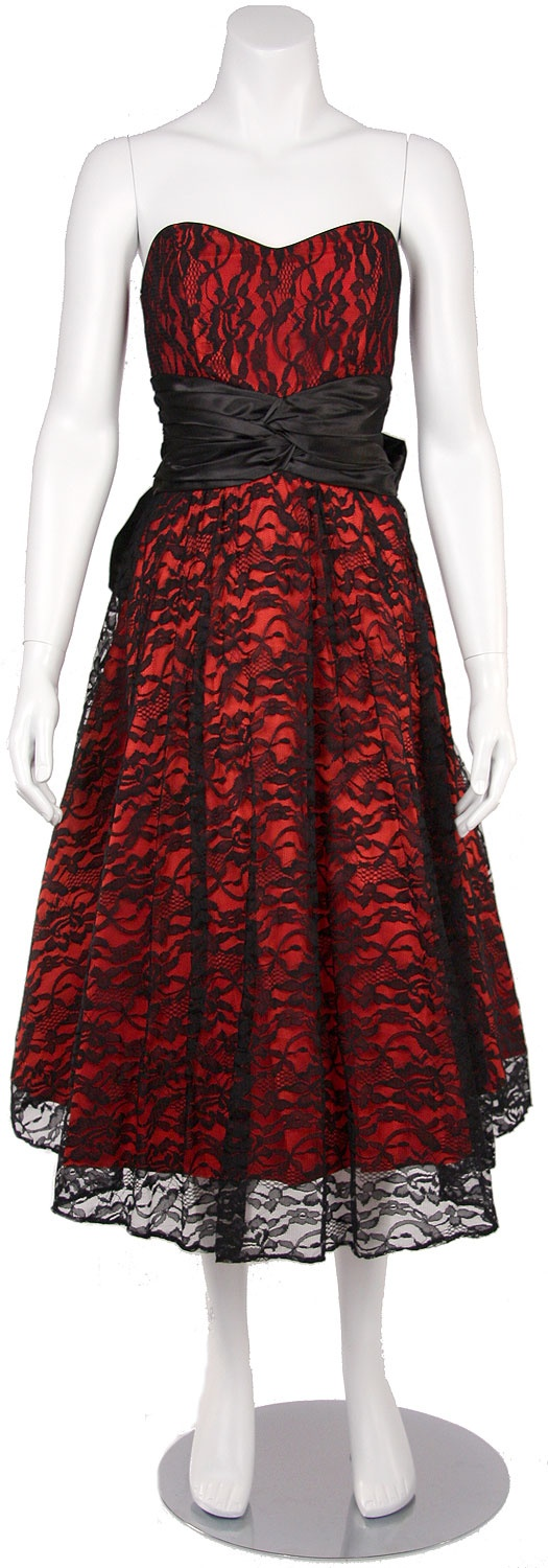 black and red bridesmaid dress lllllloooooooooovvvvvvvvvvvvvvveeeeeeeee it