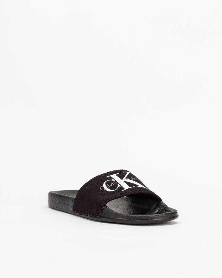 Moda a seus pés: O melhor calçado para levar para a praia! #Moda a #seus #pés: O #melhor #calçado para #levar para a #praia | #CHINELO #CALVINKLEIN #PROF #SALDOS