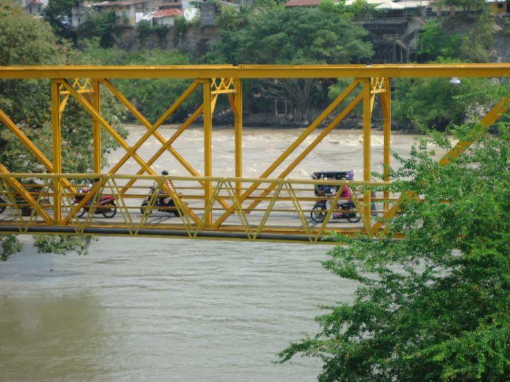 Puente sobre el rio Magdalena - Honda, Tolima