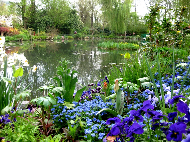 Monet 39 s garden giverny france claude monet pinterest for Monet s garden france