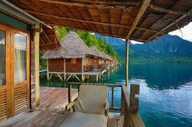 Ora beach located on the island of Seram, Maluku Tengah. This is heaven on earth. For tourists, this beach has been supplied resorts that standing on the beach with very clear water. The resorts here in the form of a wooden house on stilts with a material causing a cozy atmosphere for relaxing eliminate fatigue or burden of mind. This place is very indulgent visitors who want to find peace of mind.