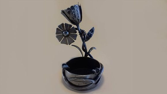 Decorative metal ashtray: Tulip  http://qoo.ly/gzsa4  ​  #craftymetal #craftymetalstore #transitionmetal #transitionmetalcreation #8BH #art #artshop #picture #artist #metal #handmade #original #craftmen #practical #creative #artoftheday #beautiful #gallery