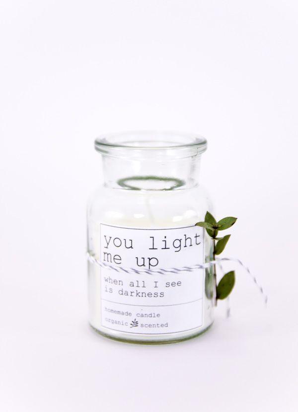 Es geht auch unkitschig: DIY Soja-Kerze zum Valentinstag mit Etikett ...