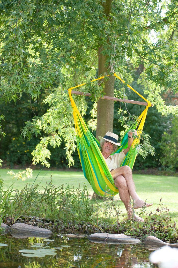 Sonrisa - lime hängstol i det vädertåliga tyget HamacTex ®. Sonrisa kan hänga ute hela säsongen utan att du behöver ta in den. Sonrisa är en produktserie som består av en hängstol och en hängmatta i 2 olika storlekar. Finns i 2 glada färger: lime & mandarine. #hammockchair #hangmattestol #hangstol #weatherproof #sonrisa #garden #furniture #uterum #veranda #tradgard #mobel #losandes