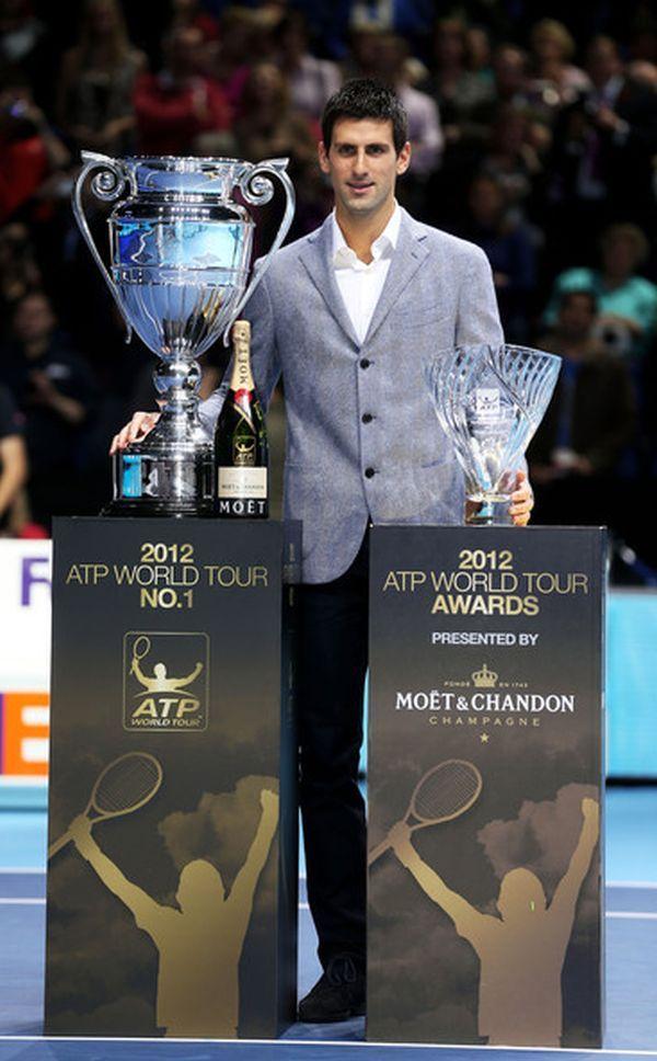 Novak Djokovic a primit doua trofee de la ATP