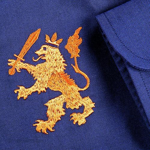Oranje Overhemd | Blauw met leeuw closeup