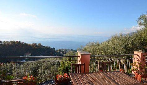 Ferienhäuser und Ferienwohnungen mit Pool - Ligurien / Italien