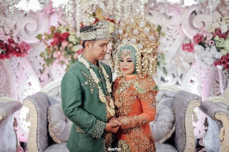 from The wedding Noffi + Syamsul • Photographer @aksapixel Cinema @aksacinema Henna @nova.shakira Brushed @nova.shakira Wardrobe @nova.shakira Decoration @nova.shakira • #makeup  #makeupartist  #mua #makeupwedding  #henna #hennalampung #weddingbandarlampung  #weddinglampung  #weddingpringsewu #prewedding #preweddinglampung #weddinginspiration  #kawinan #lampungnese #adatlampung #adatjawa #adatpadang #bridestory  #bride  #vsco  #instagram  #canon #canonwedding #latepost  #bandarlampung…