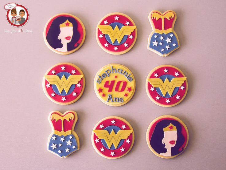 Biscuits Wonder Woman - Cookies Wonderwoman - Un Jeu d'Enfant Cake Design Nantes France