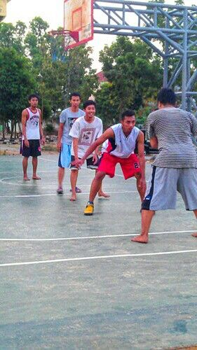 Fun , with the other friend , basket ball match