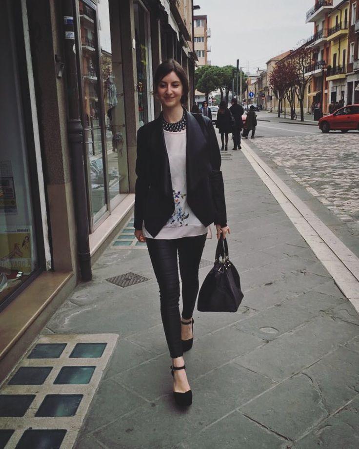 I need some new stilettos Can't walk down the street in those. You are who you wear it's true A girl's just as hot as the shoes she choose #walking#street#rimini#italia#italy#emiliaromagna#laurea#fashion#moda#facciamounpolafiga#catwalk#sfilata#deipoveri#camminando#centro#città#goodmorning#picoftheday#igersitalia#newhairstyle#micisonoimpegnataseriamente#happy#happiness#love#tagacaso by giulys91