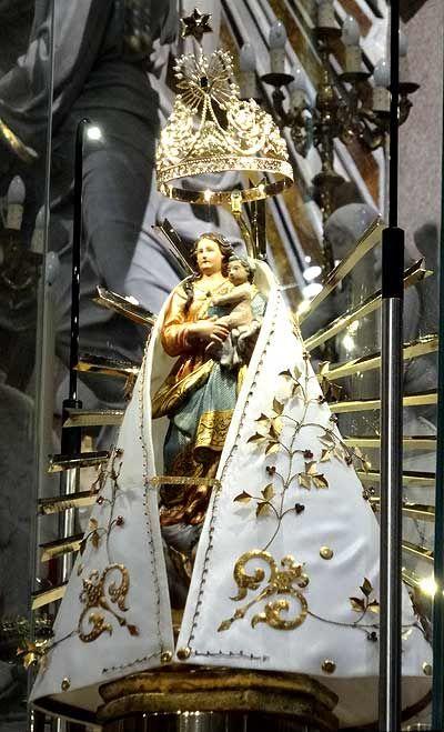 A imagem original de Nossa Senhora de Nazaré, exposta no Santuário Basílica de Nazaré. Foto de Gillhermo Alcorta, do Panrotas