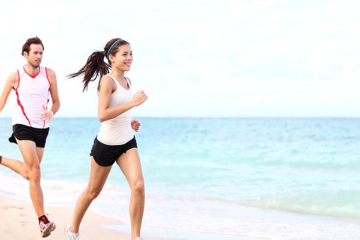 On nous répète souvent que la pratique d'une activité physique est importante pour notre santé... Cependant parfois il est difficile de se motiver puisque le sport est synonyme d'efforts ! Avec cet article, on vous explique comment les huiles essentielles peuvent vous aider dans vos efforts physiques et ainsi garder le sourire tout au long de votre performance !  http://www.aroma-care.com/blog/les-huiles-essentielles-pour-le-sport/
