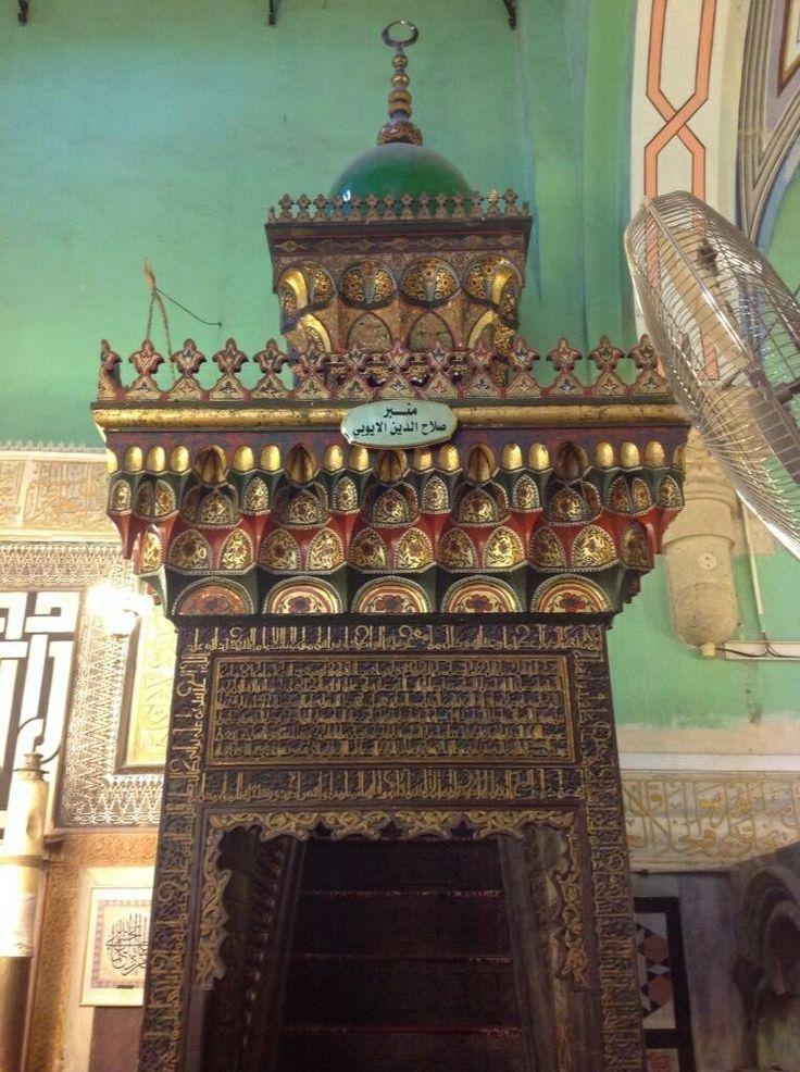 Salahuddeen al Ayyubi minbar (still functional) in Masjid Ibrahimi, Al Khalil / Hebron [via @IbrahimMogra]