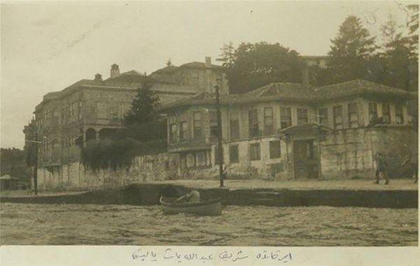 İstanbul Avrupa Yakası'nın en eski yalısı olan Şerif Abdullah Paşa Yalısı'nın 19. yüzyıl sonu – 20. yüzyıl başından görünümü…