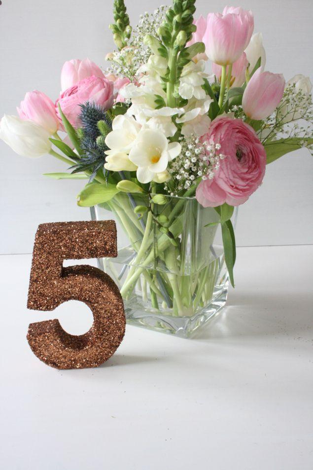 DIY Tischnummern aus Pappzahlen Hochzeit