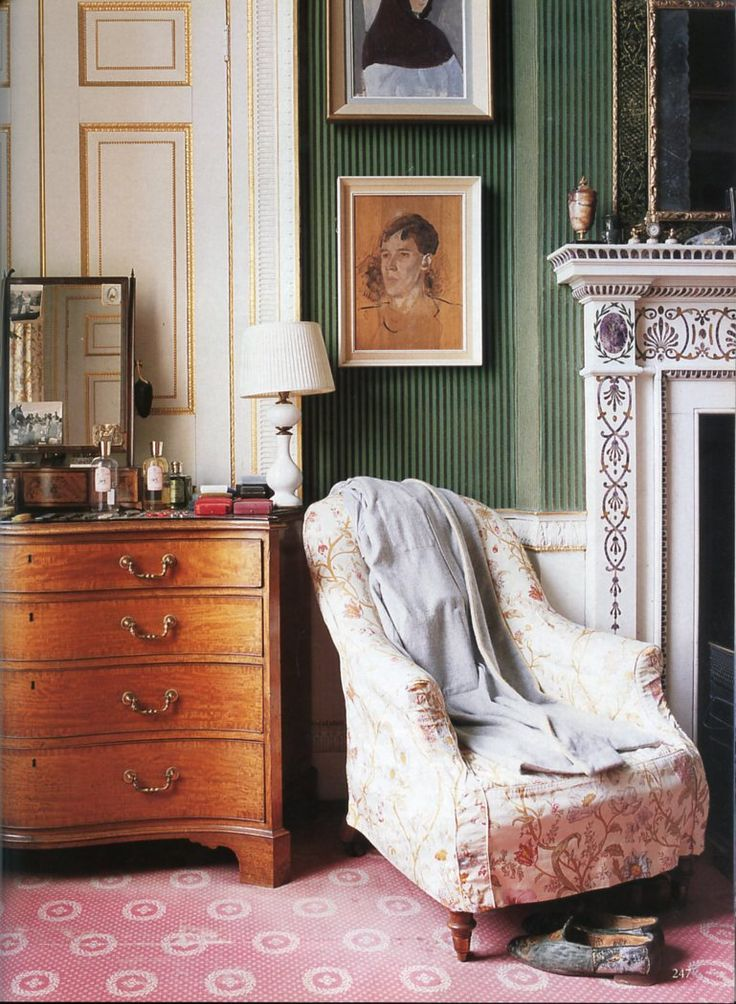 The World of Interiors, October 2001. Private Chatsworth, the Duke's bedroom. Photo - Simon Upton