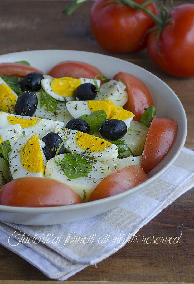 insalata sfiziosa patate e uova sode con pomodori ricetta insalata estiva
