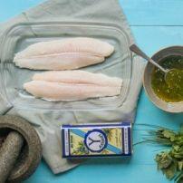 Heerlijk, fris gerecht.  De vis wordt en papillote in de oven gestoomd, door het in aluminiumfolie te verpakken. Kan ook met andere soorten vis gedaan worden.