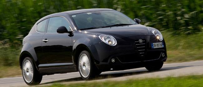 イタリア車は黒と赤が一番似合うと勝手に思ってる。/MiTo
