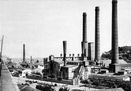 Paral·lel y Las 3 Chimeneas de la Central Hidroeléctrica (antigua La Canadenca)