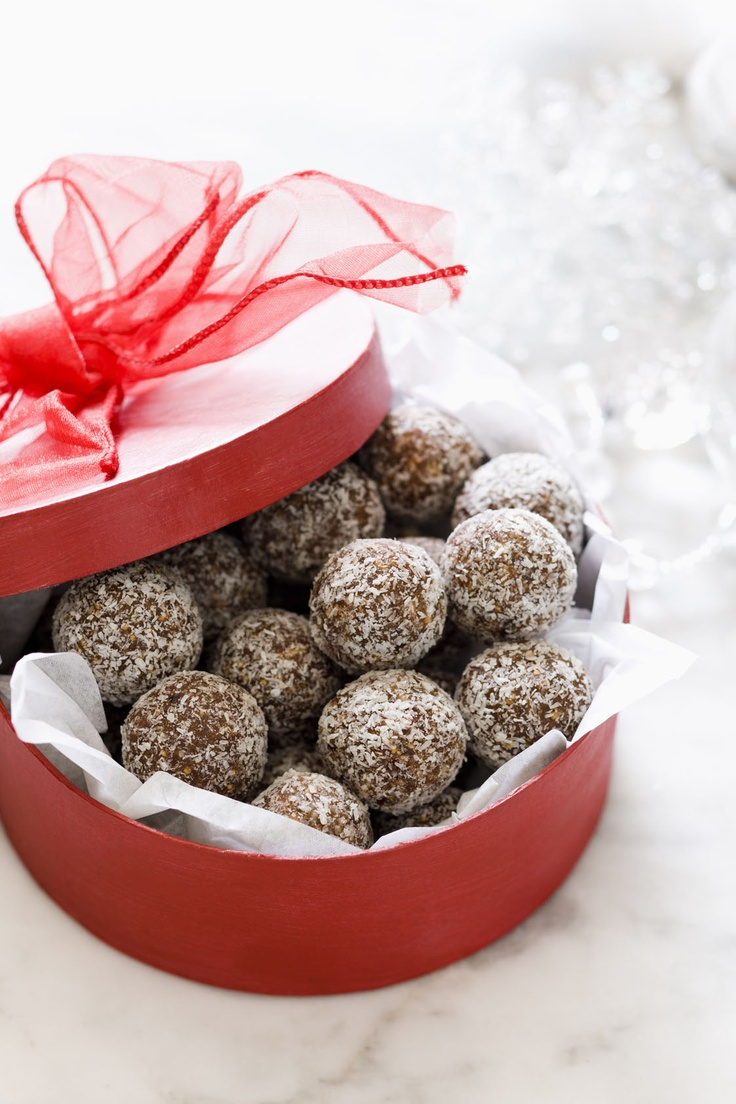 Fig & Date Truffles, the perfect home made Chrissy present :)