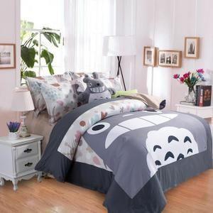 Mouton maison deco.Housse de couette/ parure de couette en polyester 4 pieces Totoro. Matériel en polyester,teinture avec colorants réactifs. Douce,brillante,respirante et résistante,une touche agréable,de la personnalité,comfortable et mode. Taille: