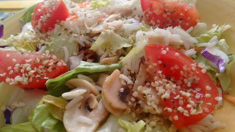 #Ensalada templada con #champiñones, arroz basmati y semillas de cáñamo con un toque de agua de mar. riquisima e ideal para primavera.