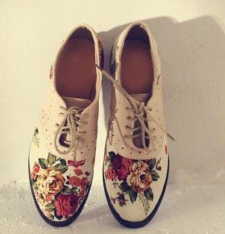 O Ik wil deze zo hard !!! LOVE SHOES !!  mode dames bloemenprint platform oxford schoenen voor vrouwen recreatie vintage pu+ canvas schoen Britse lage hak flats leeglopers in item id: xin 577kleur: zwart, wit en roze  materiaal: pu leather+canvas  schoenmaat: standaard f van Oxfords op AliExpress.com | Alibaba Groep