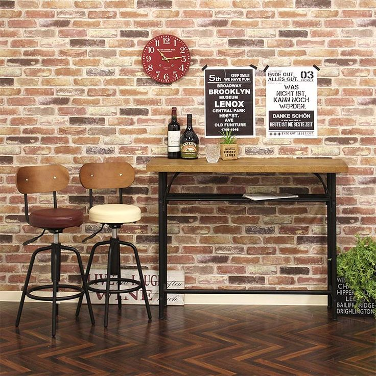 オーク材突板 家具シリーズ ウルラ ulula。 板厚を多く取り、重厚なオーク材突板の天板は、汚れが目立ちづらく上品なブラウンの木目で高級感があります。オーク材は昔から家具や床板、船舶、ウイスキー樽などにも使われており、馴染みのある木材です。木材の深味がある美しい艶を引き出す「ラッカー塗装」仕上げを施しています。使い続けるうちに付いてしまう傷等も、このテイストのテーブルなら、味わい深く感じられます。