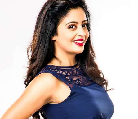 Neha Pendse Biography, Wiki, Age, Height, Family, Husband, Profile. Neha Pendse Date of Birth, Bra size, Net worth, Boyfriends, Family Photos, TV serial