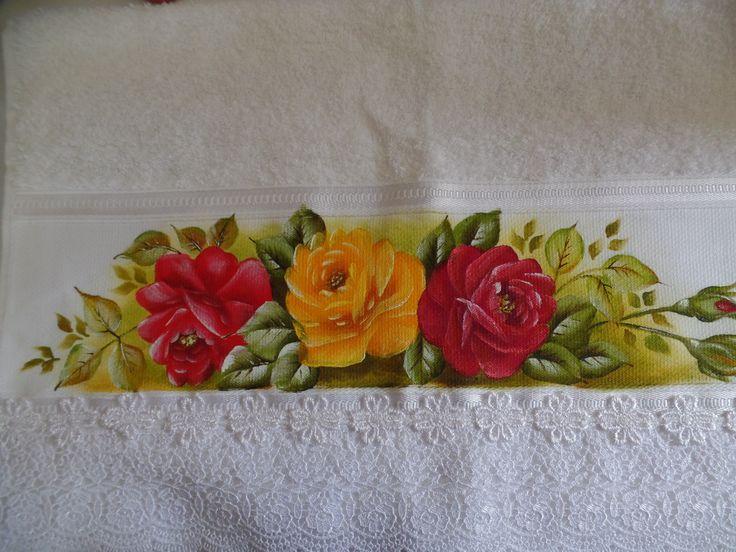 Toalha de rosto com pintura de rosas