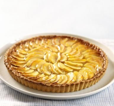 French Apple Tart with Pastry Cream and Apricot Glaze: French Apple Tart