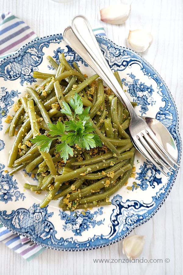 Fagiolini all'aglio e briciole croccanti - Garlic green beans with tortilla chip crumbs | From Zonzolando.com