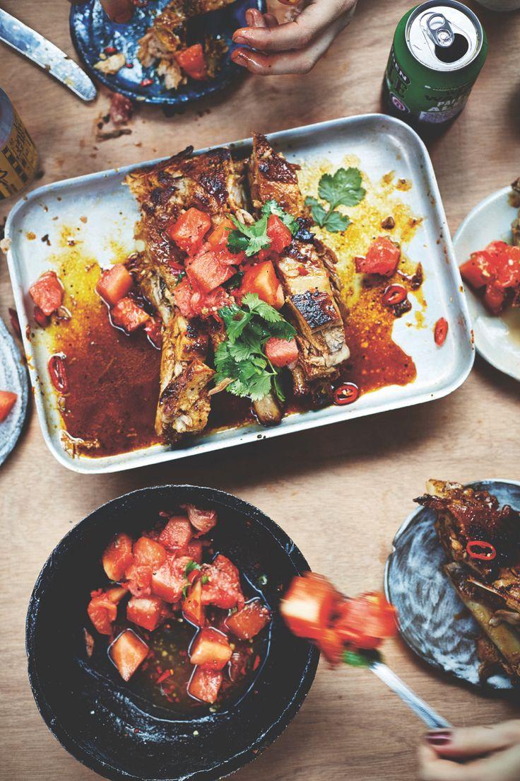 Het nieuwe boek Breddos Tacos staat vol mettaco- en tostadarecepten en allerlei heerlijkebijgerechten, basisrecepten, sauzen en drankjes.Wij mo...