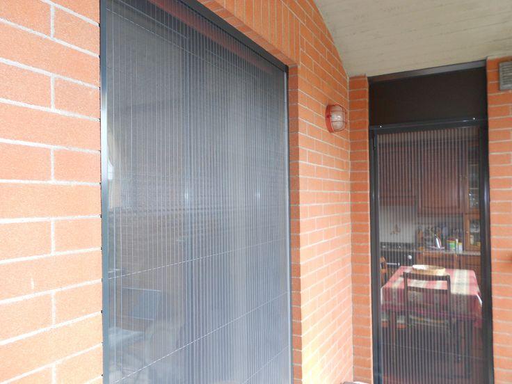 Zanzariera plissettata sottile sicura e senza molla ideale per porte finestre di piccole e grandi dimensioni rete in poliestere IdroScreen che non toglie la luce e non fa scuro in casa M.F. Tende