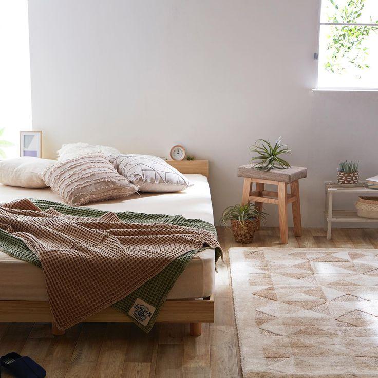 ゆったりと 一人でも二人でものんびりできるダブルサイズのベッドフレーム ナチュラルな空間に存在感のある大きさで寝室の主役になること間違いなし 高さも三段階に調整できるのでお好みの高さに調整できるのも嬉しいポイント 新生活にぴったりのアイテムを選んで